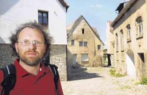 Olaf Böhlk wünscht sich eine Sanierung der alten Bernburger Bergstadt, des letzten mittelalterlichen Straßenraums. FOTO: ENGELBERT PÜLICHER