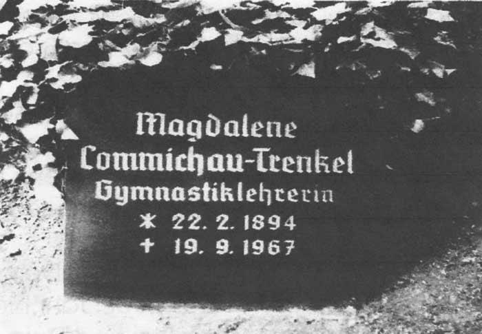 Der Grabstein von Magalene Trenkel soll sich auf einem Bernburger Friedhof befunden haben. (Die Aufnahme stammt von Dr. Heinrich Trenkel und wurde zur Verfügung gestellt von Michael Alexander Commichau)