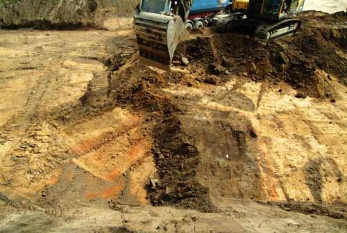 Bagger zerstört archäologischen Befund in Bernburg