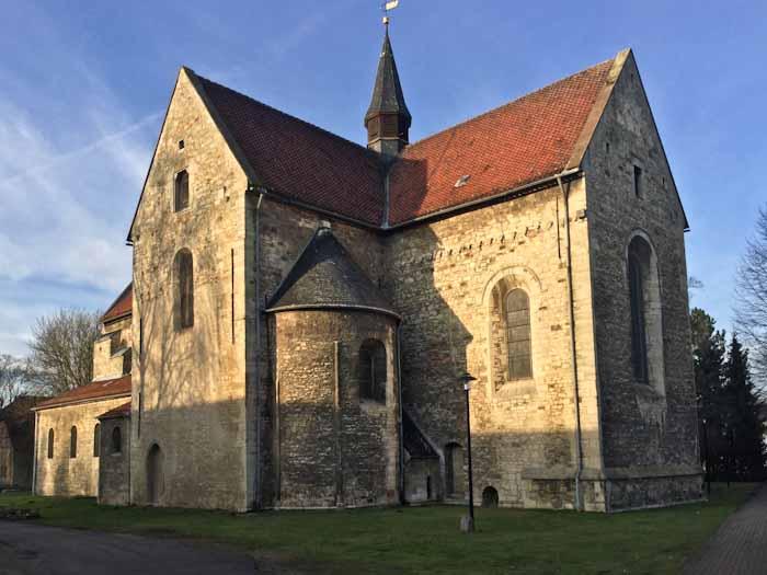Die Süpplingenburg, Stammburg Lothars III. Nach seiner Königserhebung gründete Lothar II I. um 1130 auf der Burg ein Kollegiatstift, dessen Stiftskirche St. Johannis heute der letzte sichtbare Rest der Burganlage ist.