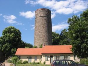 """Der Bergfried der Burg Eisenhardt in Belzig, auch """"Butterturm"""" genannt,  wurde bereits unter der Herrschaft der Nachfahren der Herren von Jabilinze errichtet. Quelle: Wikipedia, Lienhard Schulz"""